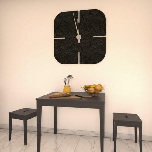 felty Filz Wanduhr Wollfilz auf Vliesplatte zur Wandgestaltung Wohnraum Modell Hans Farbe A10 schwarz meliert Szene 02