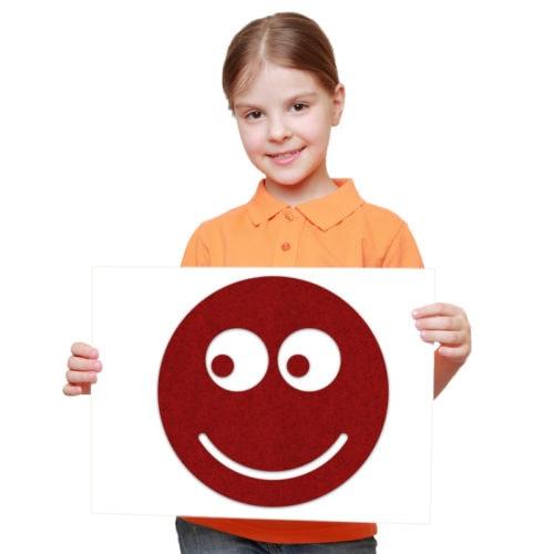 felty Filz Figur zur Wandgestaltung Wohnraum Modell Smile Größe M Farbe A85 granatrot meliert Modellbeispiel