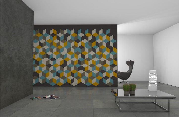 Farbgestaltung einer Wand mit Filz. Bunte Filzteile im Kontrast zu einer dunklen Wandfarbe
