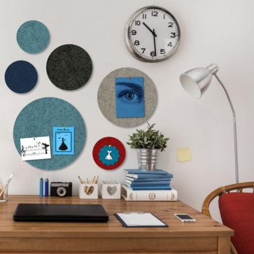 felty Filz Pinnwand Dot Szene 02 kreisrunde Filz-Pinnwand mit unterschiedlichen Durchmessern in den Farben Stahlblau sowie Pazifik-, Schwarz-, Beige-, und Granatrot meliert